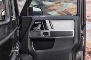 2019-Mercedes-G-Class-Interior-05-BM