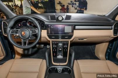Porsche Cayenne S Preview_Int-1-BM
