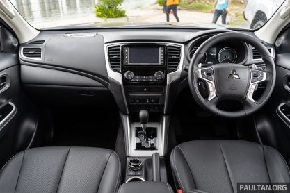 2019 Mitsubishi Triton facelift interior (AT)