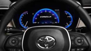 2020-toyota-corolla-sedan-8_BM