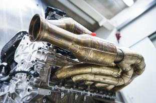 Aston Martin Valkyrie-Cosworth-V12 7