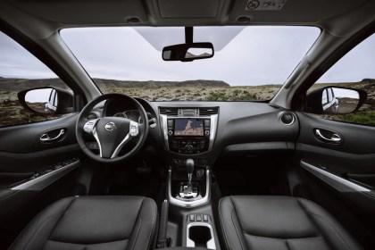 Nissan Navara Double Cab_Blue_Iceland_Interior 1-1200x800_BM