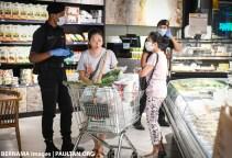 Shopping social distancing CMCO Bernama