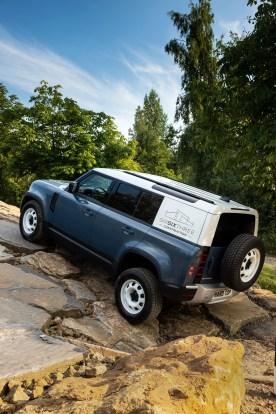 Land-Rover-Defender-Hard-Top-8_BM