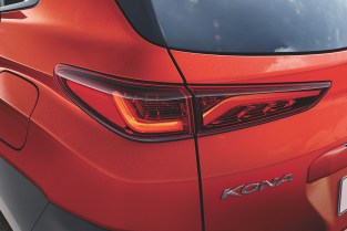 Kona Exterior- twin rear-lamp design features incredibly slim brake lights_BM