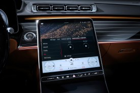 "Meet the S-Class DIGITAL: ""Luxury & Well-Being"": Persönliche Wohlfühloase: Angenehm reisen und fit bleibenMeet the S-Class DIGITAL: ""Luxury & Well-Being"": Personal wellness oasis: Comfortable travel while staying fit"