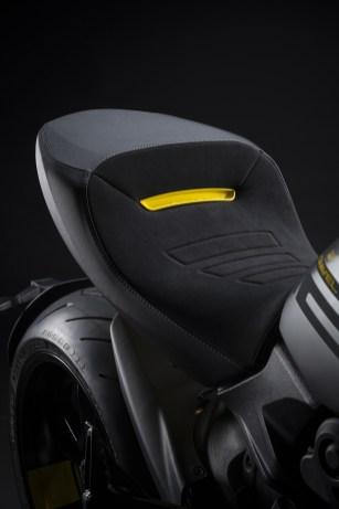 2022-Ducati-Diavel-1260-S-Black-and-Steel-21 BM