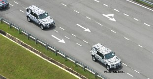 L663-Land-Rover-Defender-in-Malaysia-camouflaged-1_BM