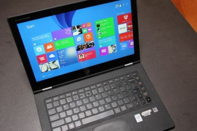 lenovo-yoga-2-pro-in-laptop-mode-on-desktop