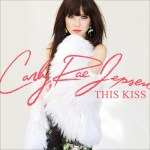 Carly Rae Jepsen estrena su nuevo single 'This Kiss'