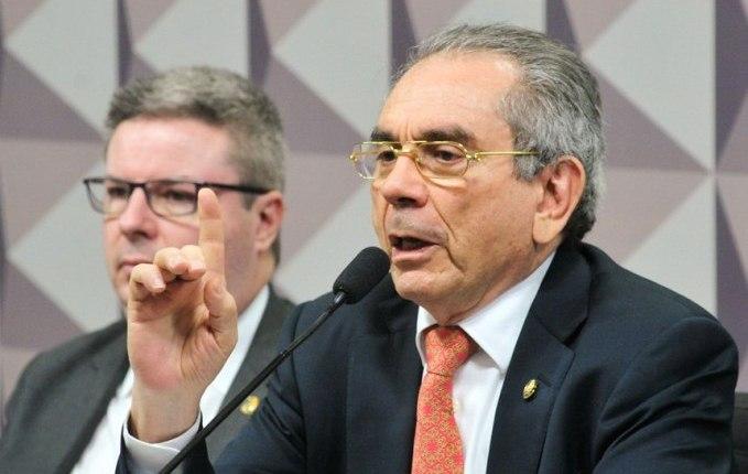 Raimundo Lira desiste de disputar sua reeleição ao Senado