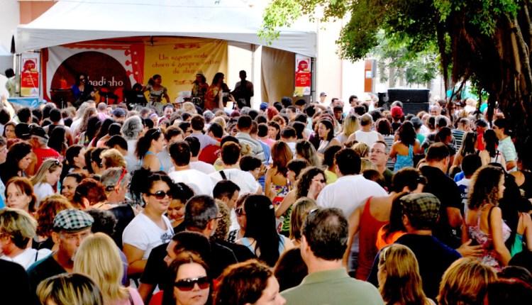 Escola de Samba Pavão de Ouro é atração do Sabadinho Bom