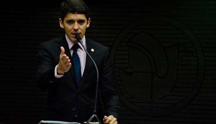 Governo cria mais cargos através de Medida Provisória e deputado pede explicações