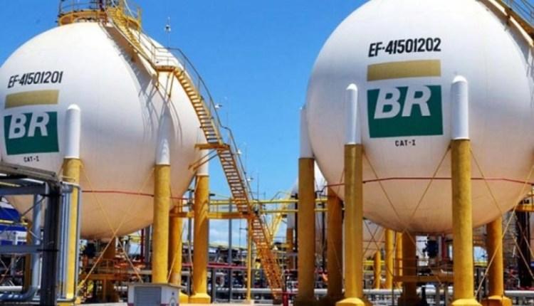 Petrobras autoriza e preço da gasolina volta a subir a partir desta sexta