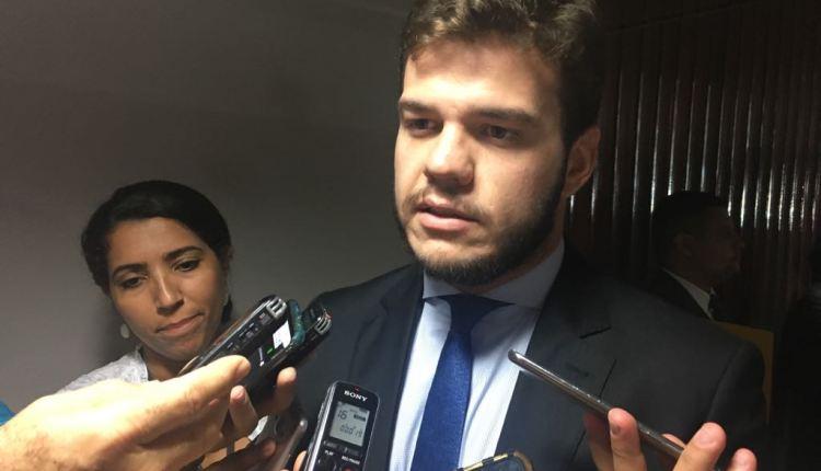 Líder da oposição apresenta projeto para revogar lei de RC que cria 'guarda pessoal'