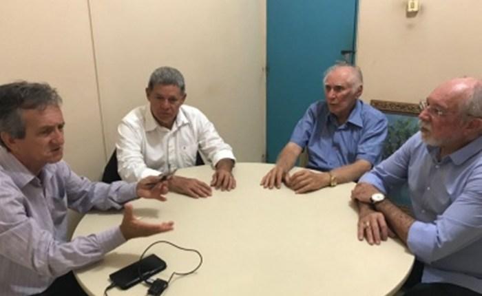 Cartaxo envia secretários para dialogar e suspender paralisação dos agentes fiscais