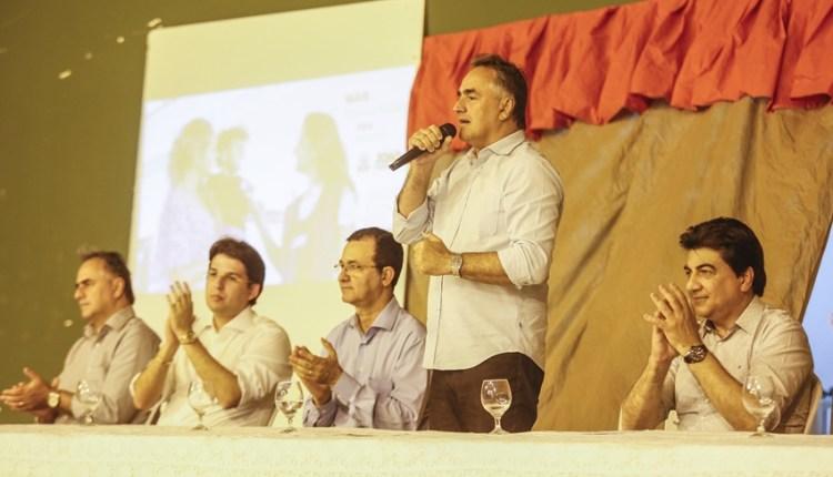 Cartaxo anuncia mais de R$ 5 milhões em bônus salarial para profissionais da saúde