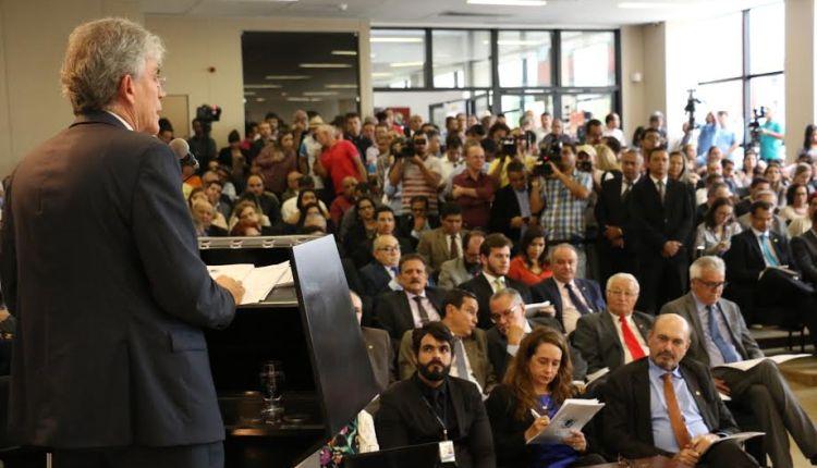 Em sua última fala para parlamento estadual, Ricardo faz discurso de quase três horas