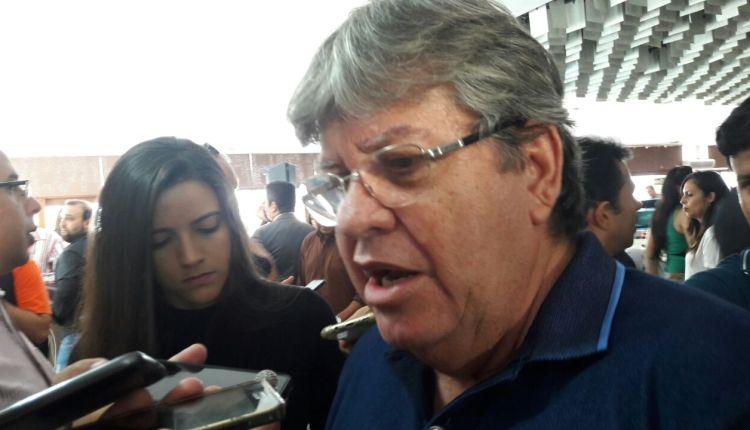 """OUÇA: """"Ricardo é diferente da velha política em que as pessoas só pensavam em si"""", diz Azevêdo"""