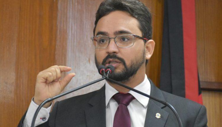 OUÇA: Tibério afirma que Lucas quer se aproveitar da greve dos caminhoneiros para se autopromover
