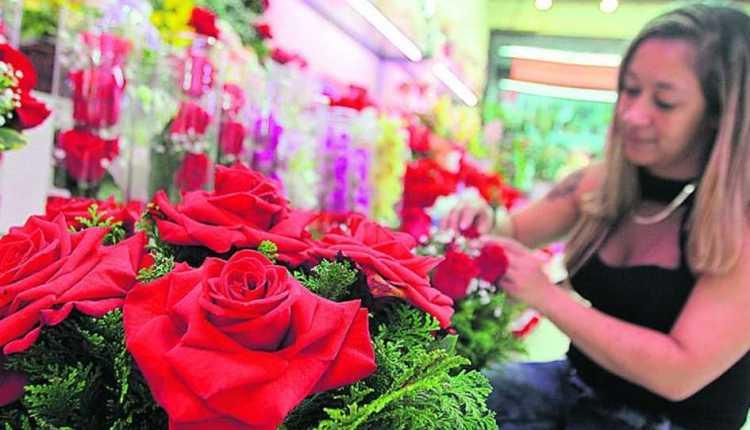 Dia das Mães: pesquisa do Procon-JP aponta variação de até 220% no preço de flores