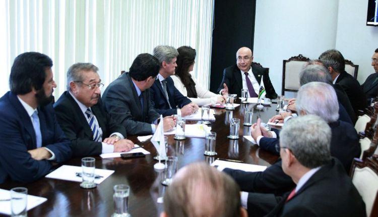 Senador José Maranhão participa de reunião da Bancada do MDB com Henrique Meirelles