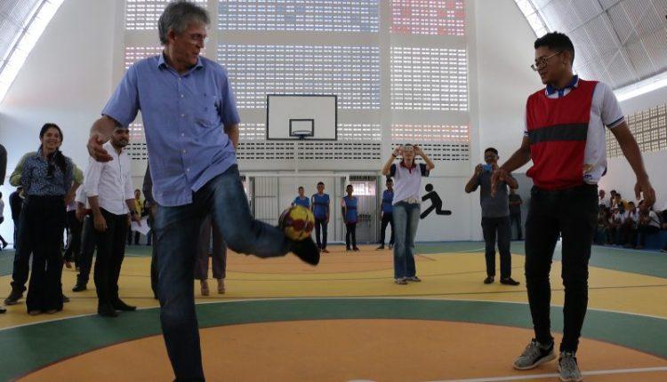 Estado inaugura ginásio poliesportivo da Escola Otávio Novais