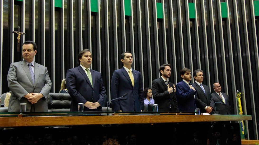 Com presença dos filhos, Câmara Federal faz homenagem póstuma a Rômulo Gouveia