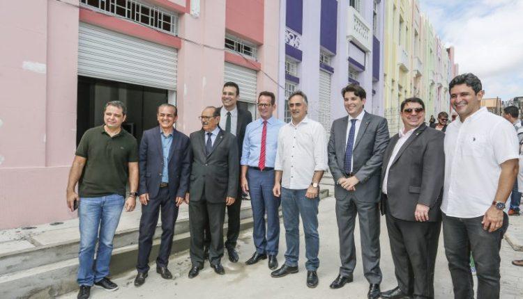 Cartaxo, Marcos Vinícius e demais vereadores visitam obras da Villa Sanhauá