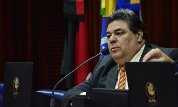 Deputado denuncia esquema de locação de carros na Prefeitura de Patos, para beneficiar irmão do prefeito