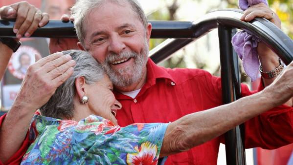 Em nova pesquisa, mesmo estando preso, Lula abre vantagem sobre seus adversários