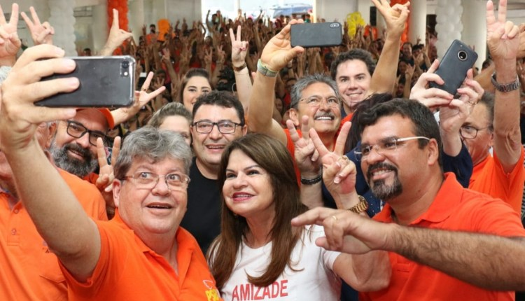 """""""A Paraíba se acostumou a não ouvir promessas, mas a ter obras realizadas"""", diz João em Soledade"""