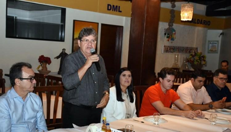 João se reúne com empresários em Campina Grande e garante manter ritmo de investimentos no município