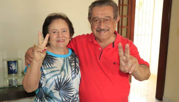Zé Maranhão recebe adesão da ex-prefeita de Mogeiro e participa de procissão