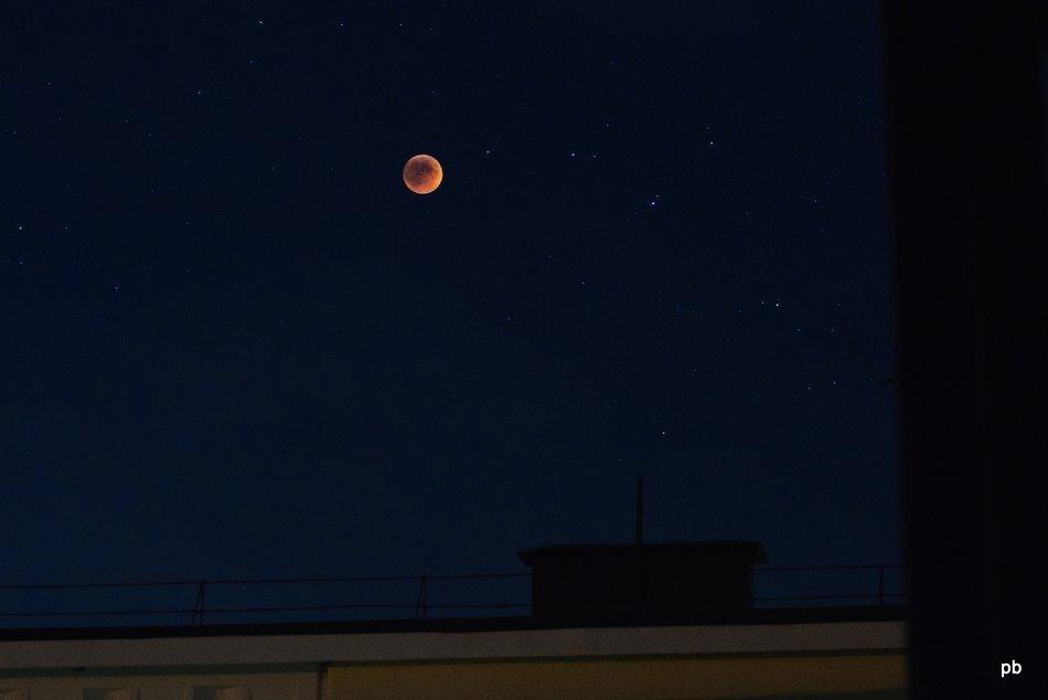 Полное лунное затмение, вид из Пятигорска