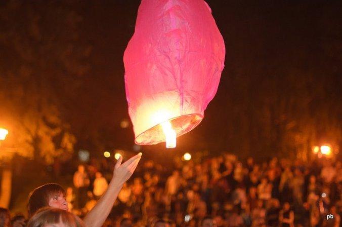 Запуск небесных фонариков в Пятигорске