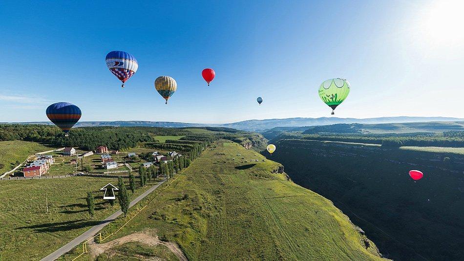 Воздушные шары в горах за Кисловодском