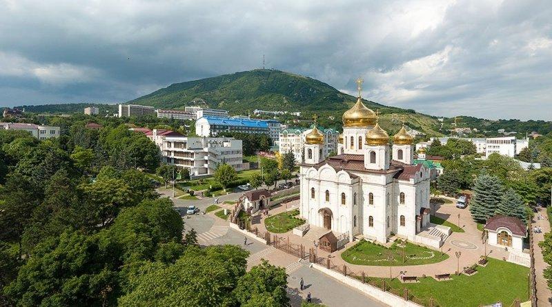 Панорама Спасского собора и горы Машук