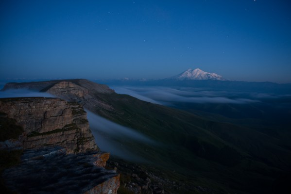 Эльбрус ночью, вид с Бермамыта
