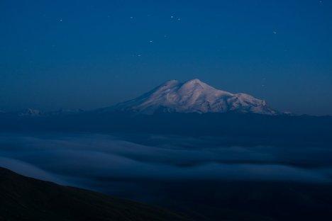 Эльбрус ночью