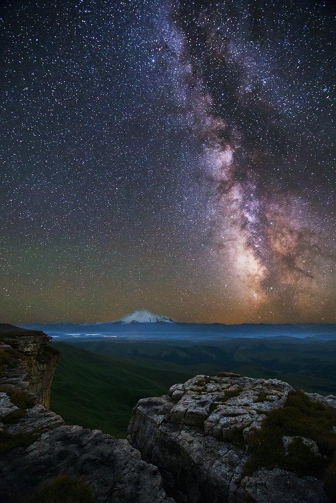 Млечный путь и бермамытские скалы