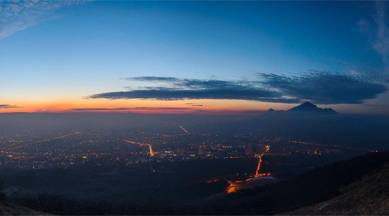 Панорама ночного Пятигорска