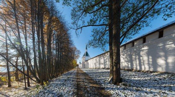 Стены Иверского Монастыря