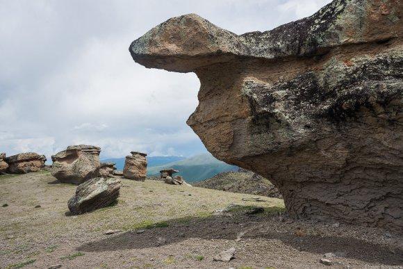 """Каменные """"Грибы"""" на северном склоне Эльбруса"""