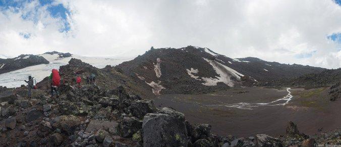 Кратерное озеро на северном склоне Эльбруса