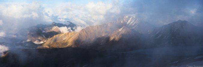 Гора Балыксубаши, перевал Балык, плато Джикаугенкез. Вид с северного склона Эльбруса