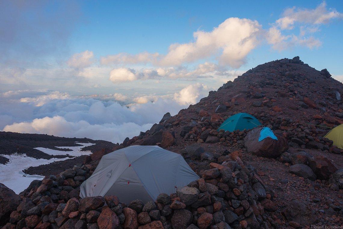 Штурмовой лагерь на северном склоне Эльбруса