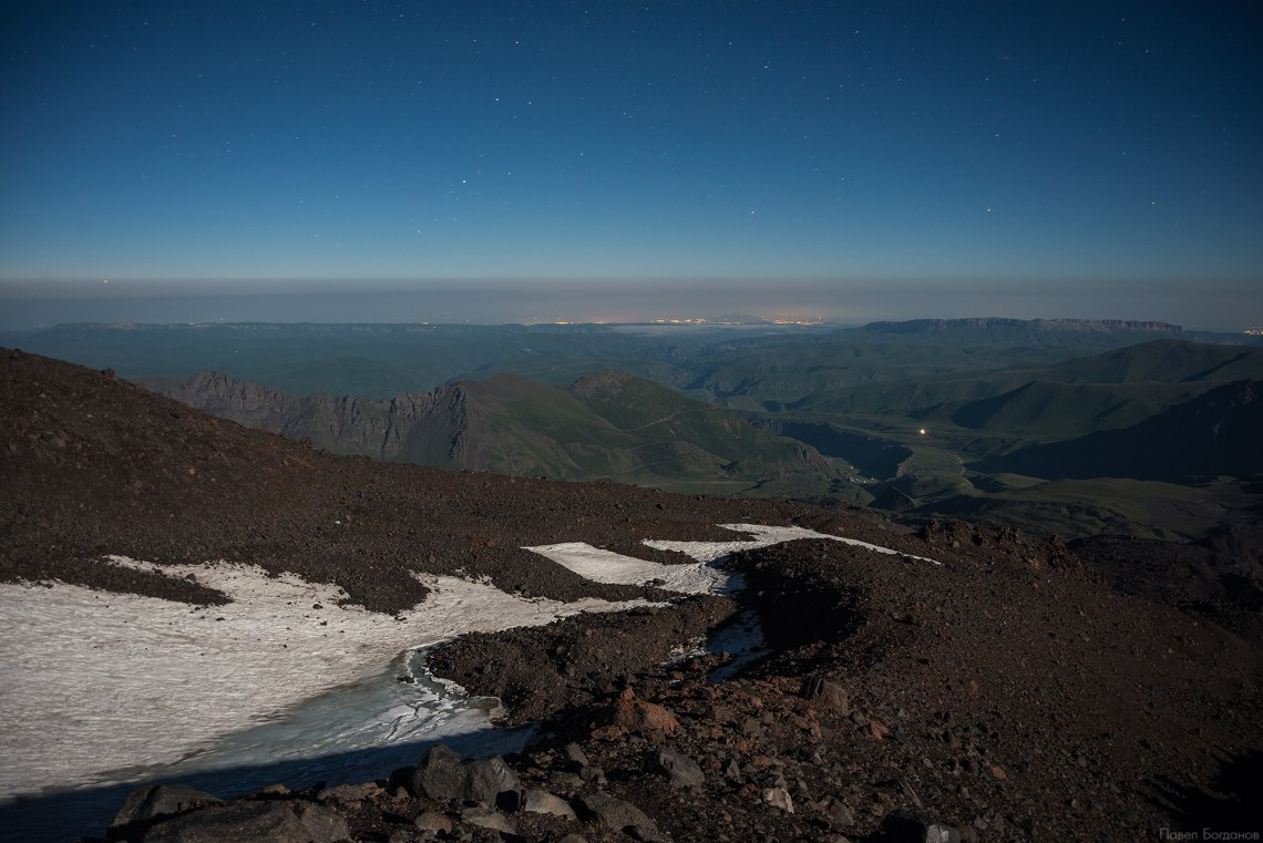 Вид на Кавминводы с Эльбруса