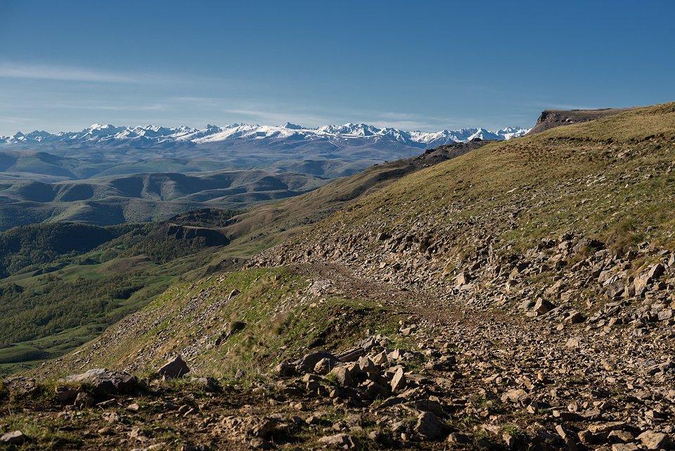 Вид на Кавказский хребет с восточного склона Бермамыта