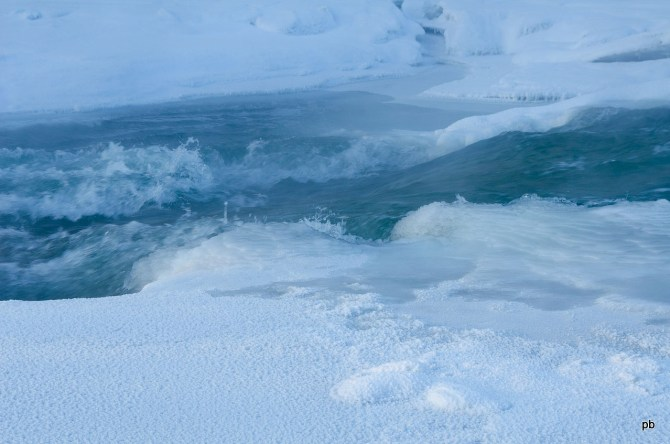 Замерзающая река